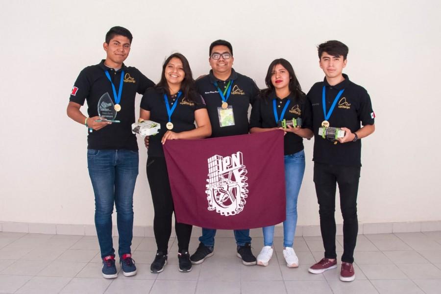 Estudiantes politécnicos triunfan en torneos de robótica