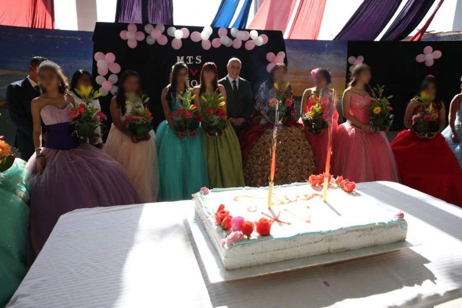 Quinceañeras celebran en penal de Santa Martha