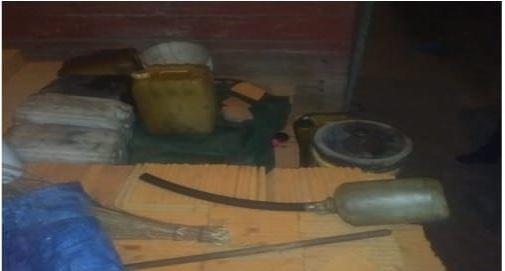 Elementos de la SSC-CDMX, detienen a sujeto por venta ilegal de combustible en Iztapalapa (Galería)