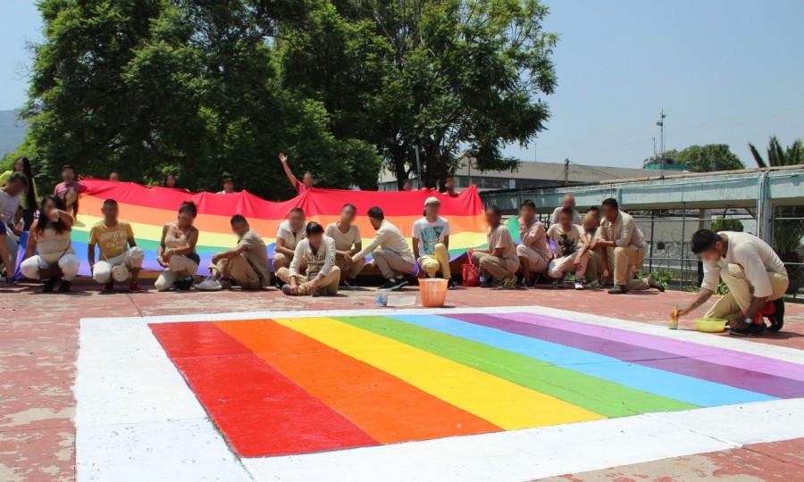 Conmemoran Día del Orgullo LGBT en reclusorios de la CDMX