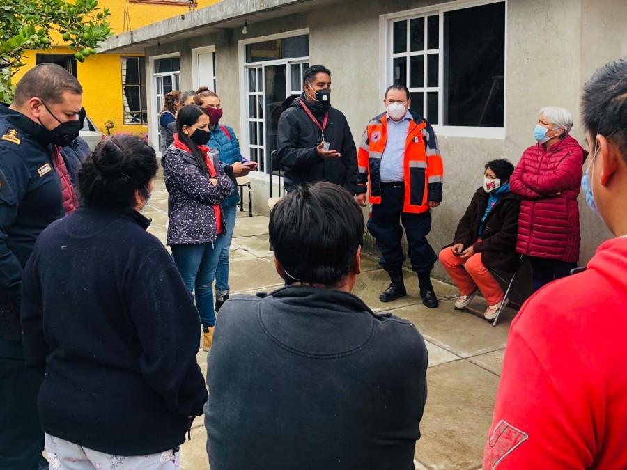 Cinco colonias afectadas reciben apoyo médico y alimentario