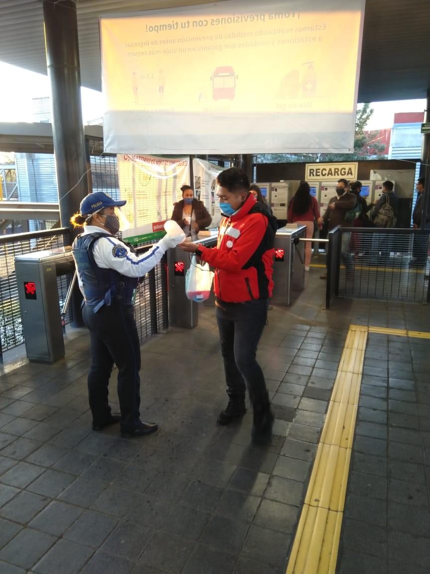 Aceptan usuarios nuevas medidas de Metrobús