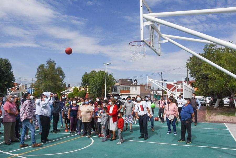 El alcalde Gilberto Hernández y el diputado Ricardo Gallardo inauguran el área recreativa