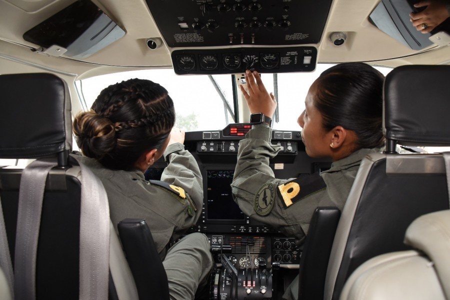 Marina tripulación aérea mujeres