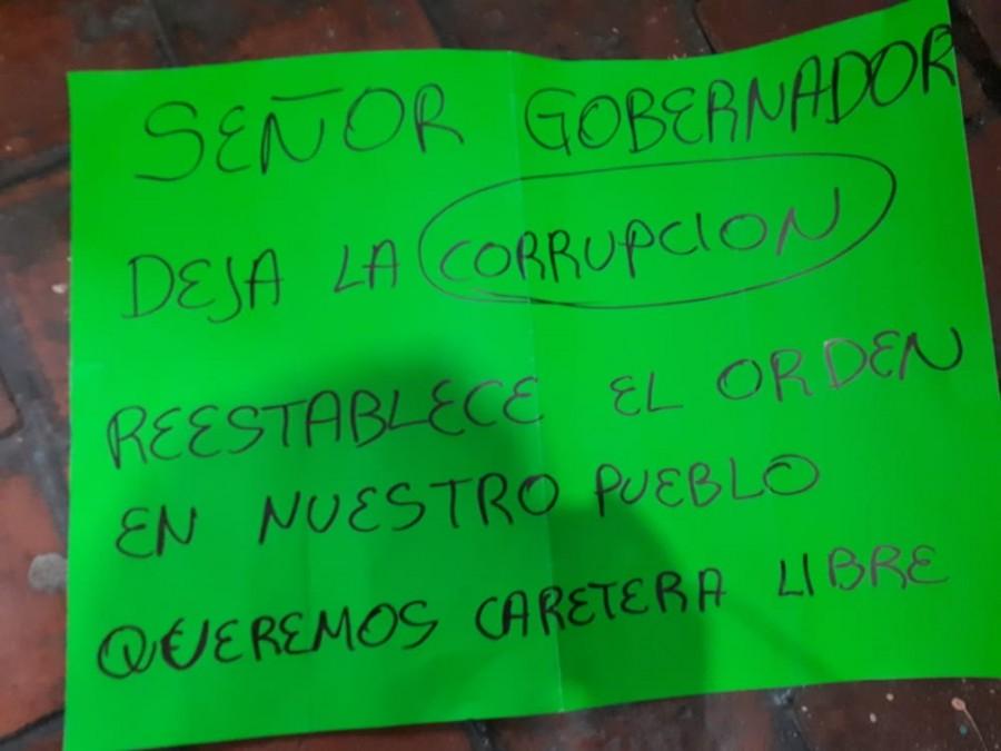 Con el Ejército cuidando las espaldas, Silvano Aureoles agrede a manifestantes