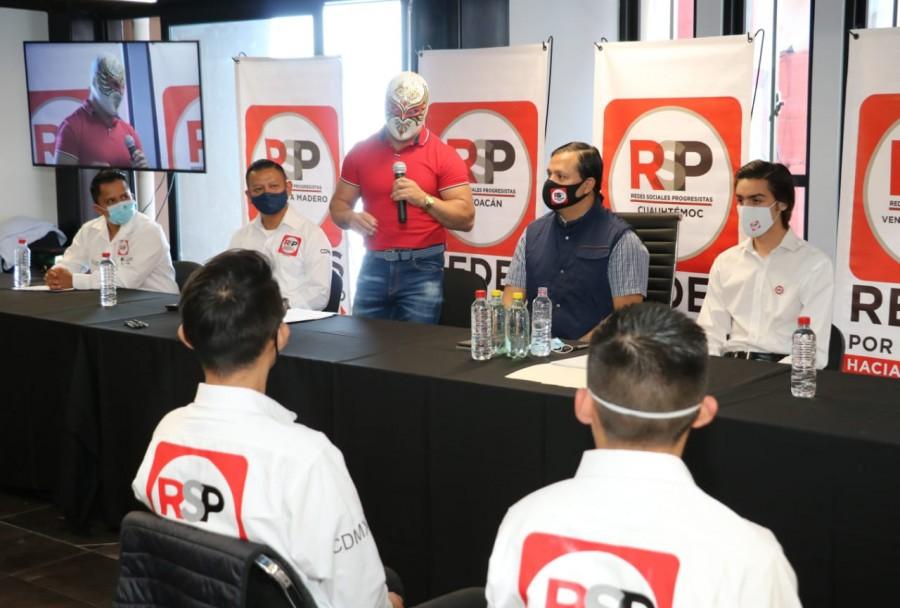 Michel Vázquez y Carístico toman protesta a juveniles progresistas de la CDMX