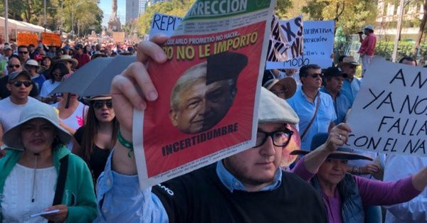 Marcha contra consultas de AMLO