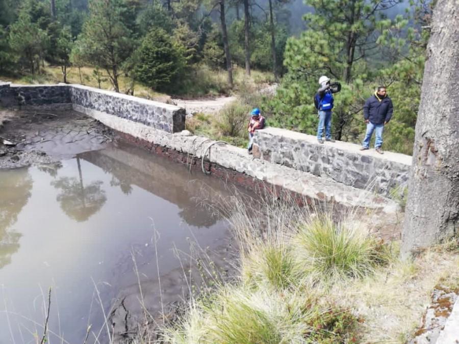 Cuajimalpa realiza trabajos de desazolve en presas para garantizar abasto de agua