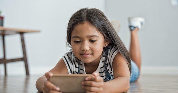 Niños se hacen más inteligentes por limitar el tiempo detrás de la pantalla