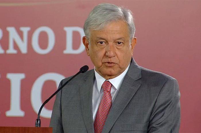 Obrador alega que sueldos son ofensivos
