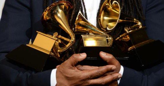 Cambios de fecha de nominados al Grammy por muerte de George H.W Bush