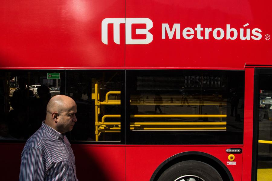 Metrobús anuncia interrupciones por llegada de peregrinos a la Basílica