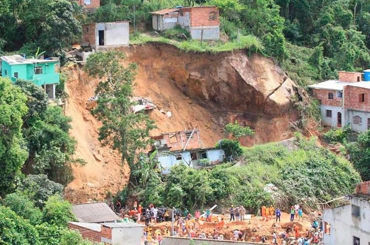 Lluvias en Río de Janeiro provocan deslizamientos e inundaciones