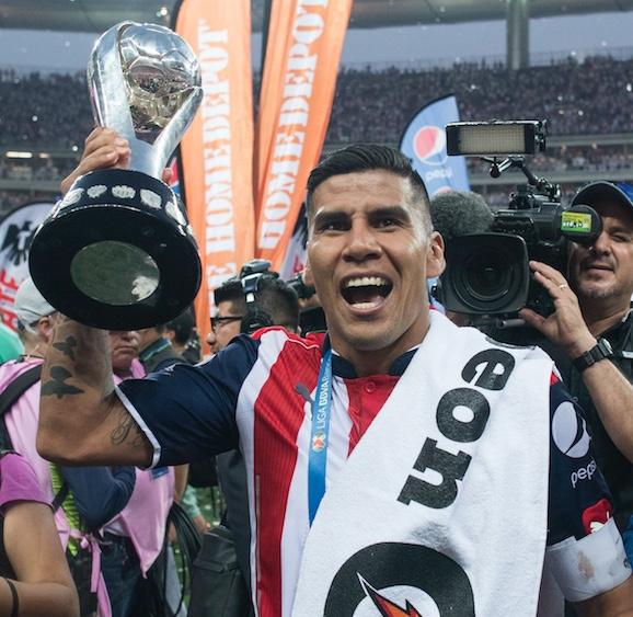 Carlos Salcido se va de Chivas