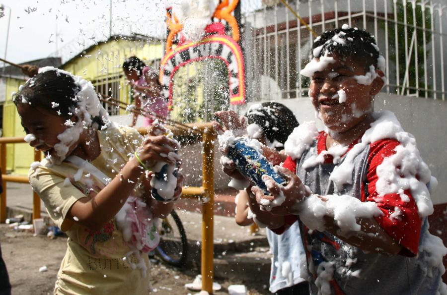 Prohíben en Cuajimalpa venta y uso de espuma durante desfile de la Revolución Mexicana