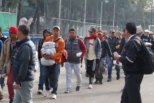 Secretario de Gobierno, recorre albergue de migrantes en la Magdalena Mixhuca