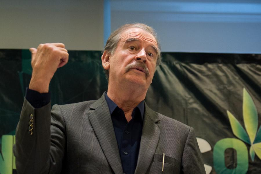 Vicente Fox, considera un abuso el sueldo millonario de AMLO