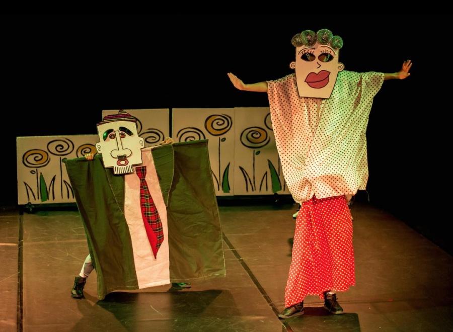 Athosgarabathos, invita a niñas y niños, a divertirse con una danza llena de aventuras de gigantes