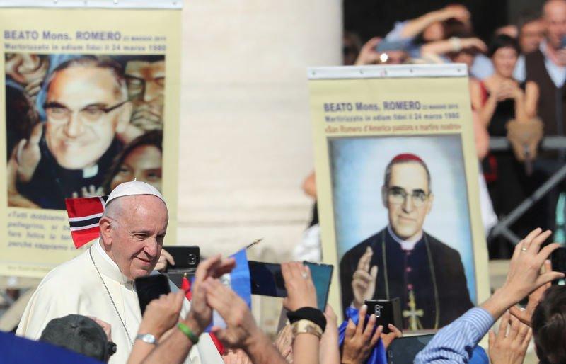 """Papa Francisco declara santos a Pablo VI y a Óscar Romero, """"el obispo de los pobres"""""""