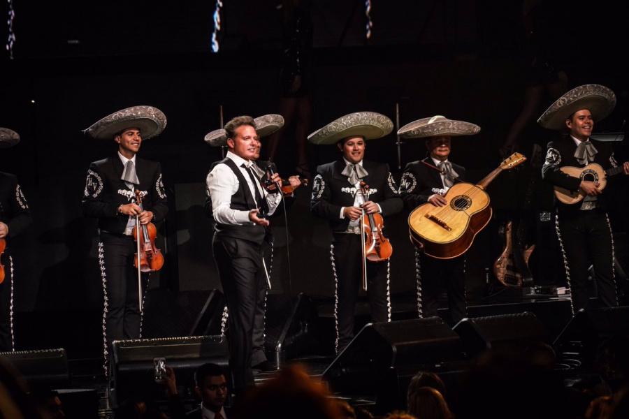 Explotan fans de Luis Miguel tras cancelar su concierto en Irapuato