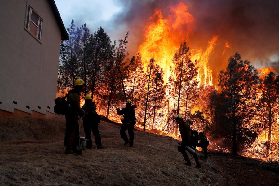 Suben a 51 víctimas de incendio en California