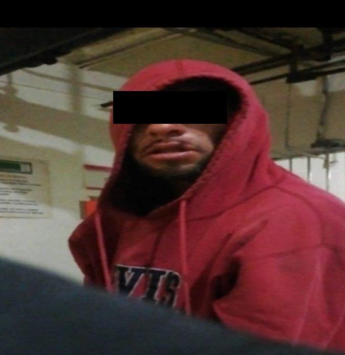 Arrestan a hombre por asaltar tienda de conveniencia en Cuauhtémoc