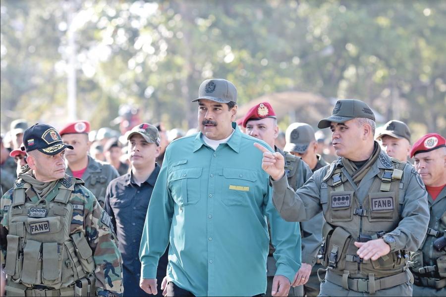 """Maduro arma a 50 mil civiles para que impidan un """"golpe"""""""