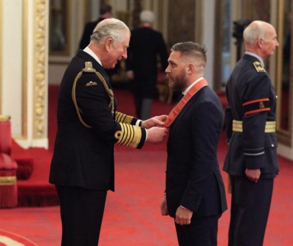 Tom Hardy recibe condecoración del Imperio Británico