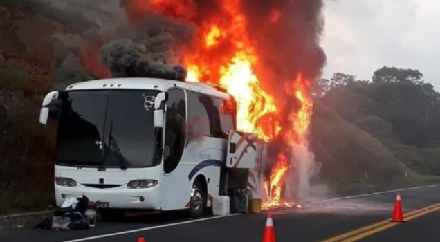 Se incendia autobús de la UNAM en Veracruz