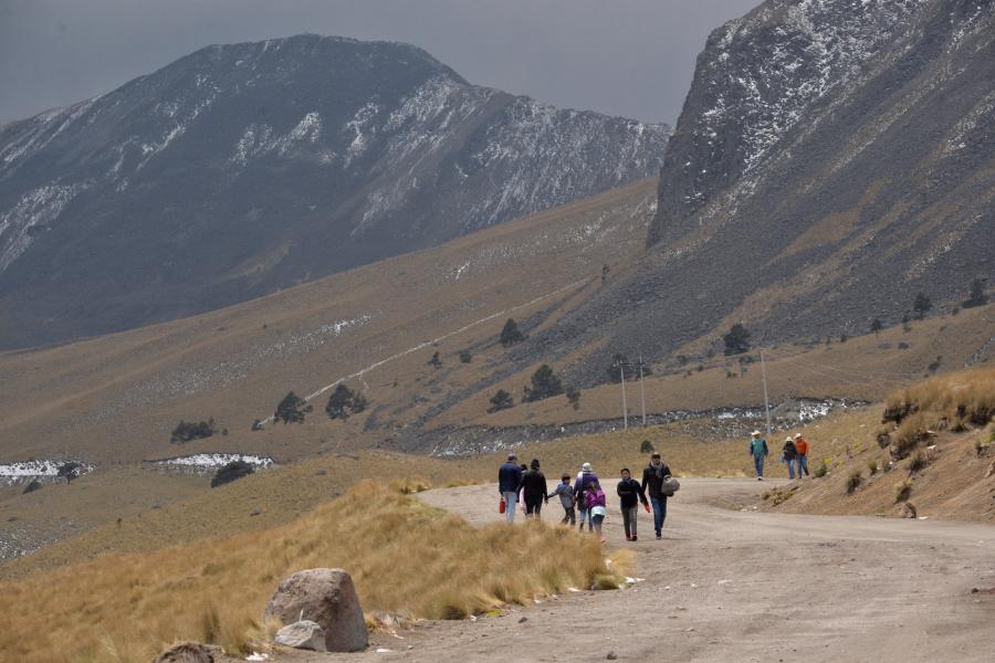 Refuerzan vigilancia en el Nevado de Toluca ante la llegada de al menos 4 mil paseantes