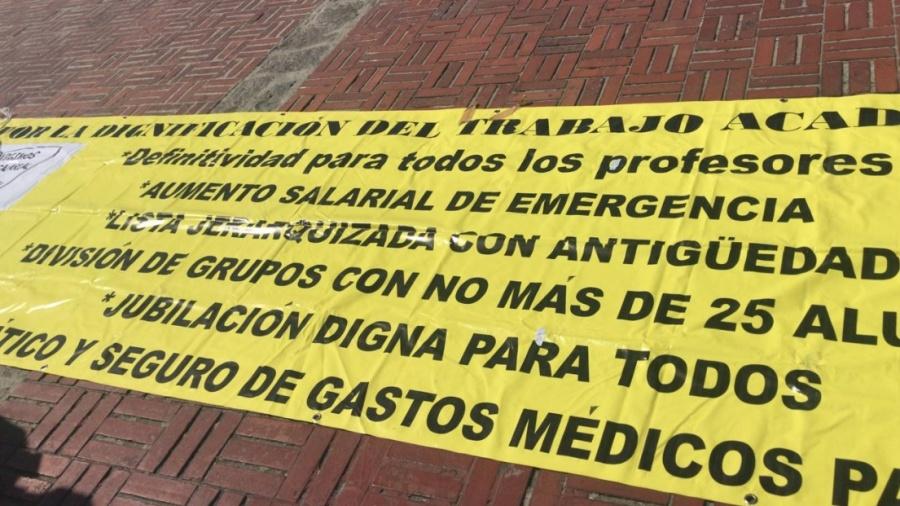 Docentes de la UNAM se manifiestan y piden aumento salarial