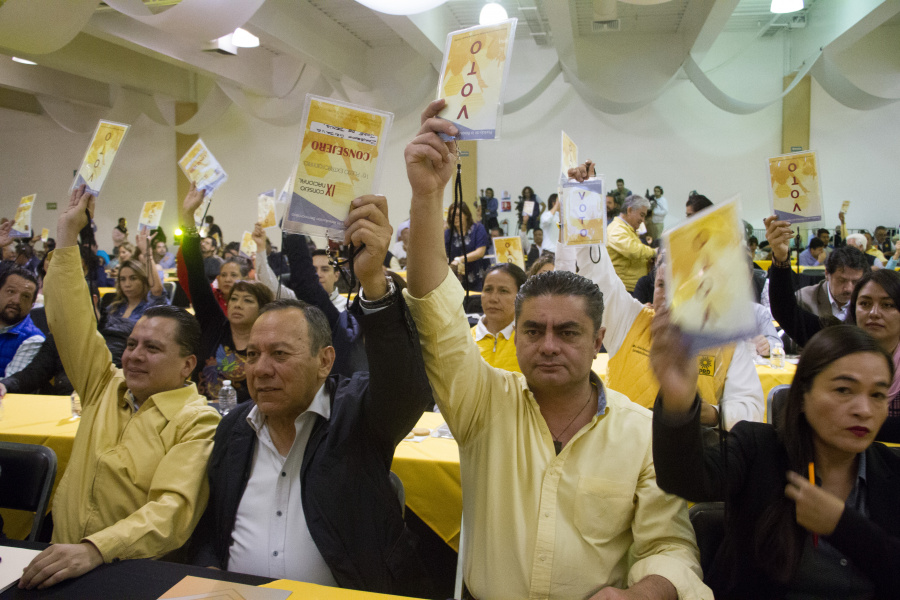 Presentan propuestas para la renovación del PRD