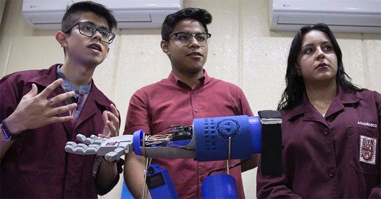 Alumnos del IPN diseñan brazo biónico a bajo costo