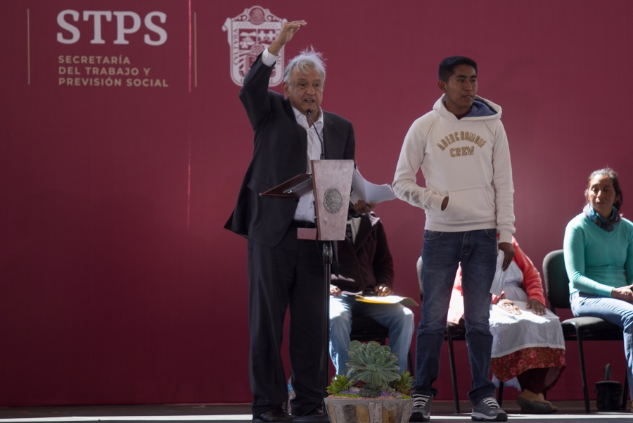 AMLO entrega apoyos en Acambay, Estado de México