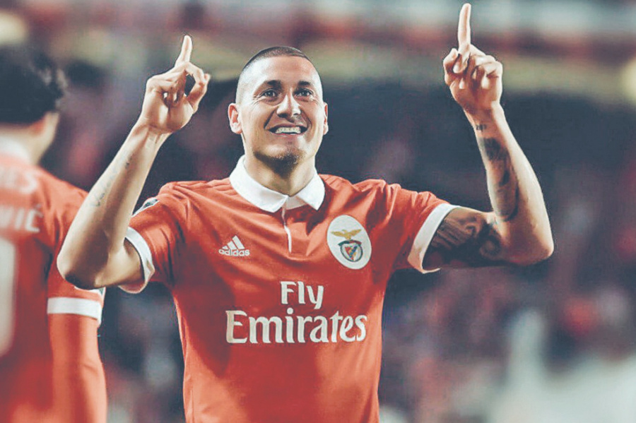 Benfica tiene nuevo DT y convocan a Castillo