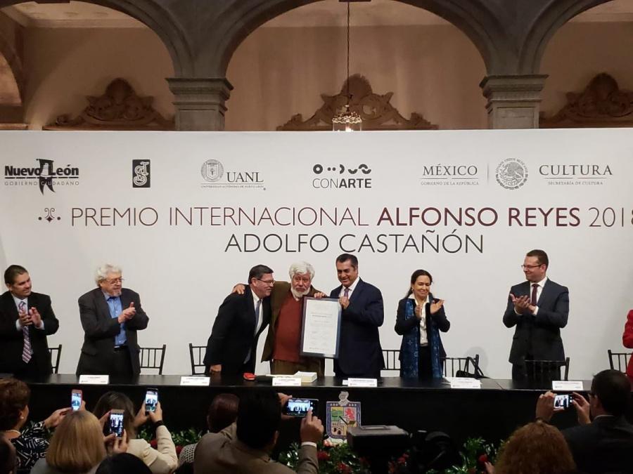 Adolfo Castañón recibe el Premio Internacional Alfonso Reyes