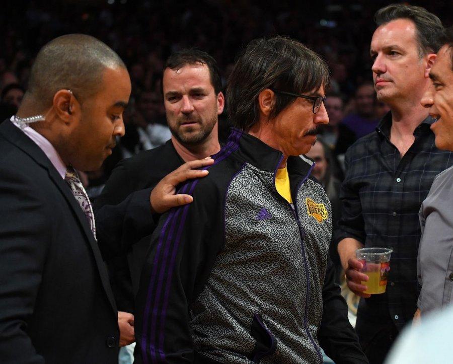 Es expulsado el vocalista de la emblemática banda RHCP durante encuentro de la NBA