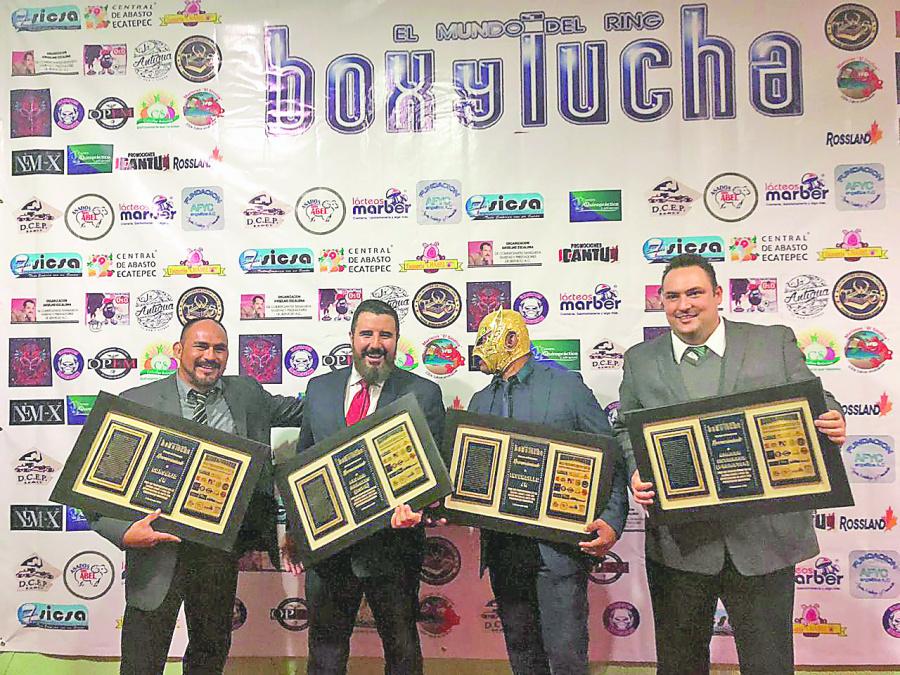 Premian a figuras de la Lucha Libre en Cancún