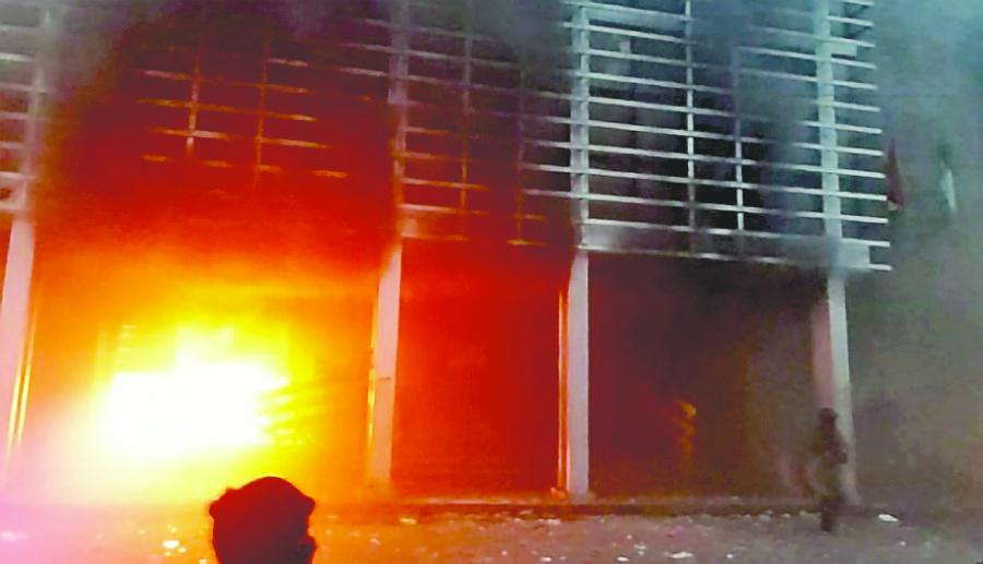 Incendian Tribunal de Bolivia en rechazo a Evo