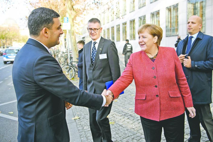 Ucrania pide a Merkel más soldados en Kerch
