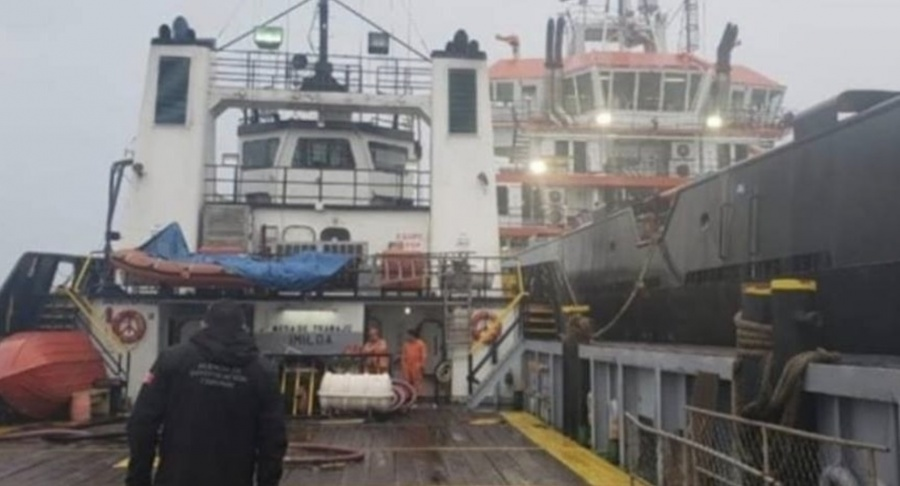 Aseguran en Tabasco dos buques con gasolina