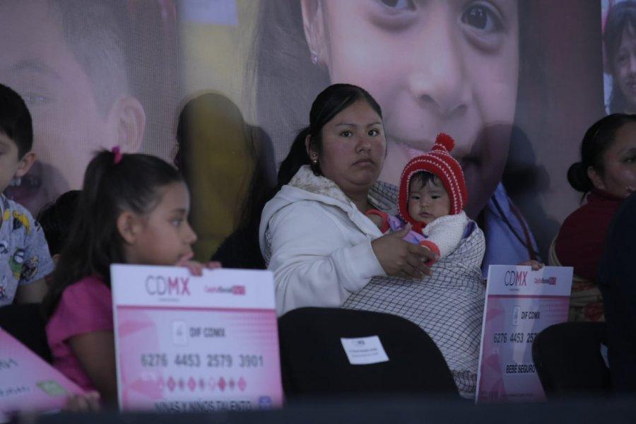 Son entregados apoyos a familias vulnerables por parte del Gob  de la CDMX