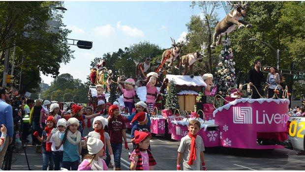 Por desfile navideño cierran ambos sentidos de paseo de la Reforma
