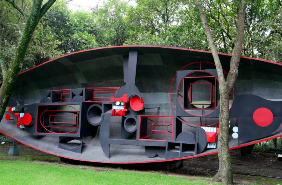 Formas caprichosas y futuristas reciben a los visitantes del Jardín Escultórico del MAM