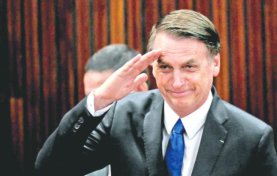 A Bolsonaro lo marca el fantasma de la corrupción