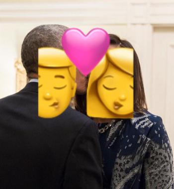 Los Obama derrochan amor en foto navideña