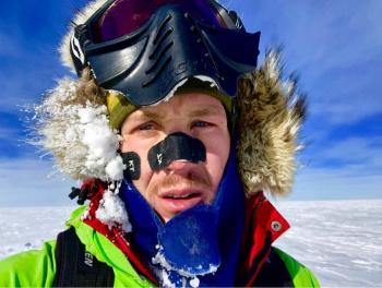 Colin O'Brady se convierte en la primer persona en cruzar la Antártida solo