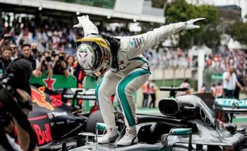 Hamilton gana el GP de Brasil; Checo entra en el top 10
