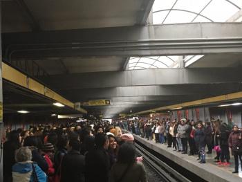 Lluvias generan caos en la CDMX, Metro aplica marcha de seguridad