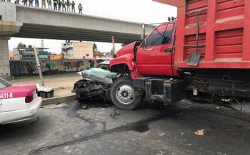 Choque múltiple con torton deja al menos un muerto en Ecatepec